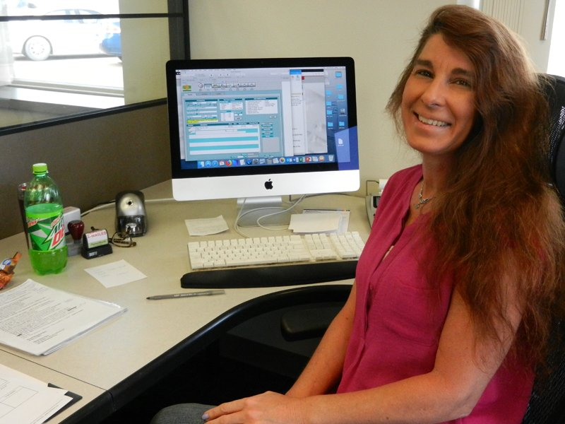 Kelly Walters joined Pella Engraving Company as a Customer Service Representative.
