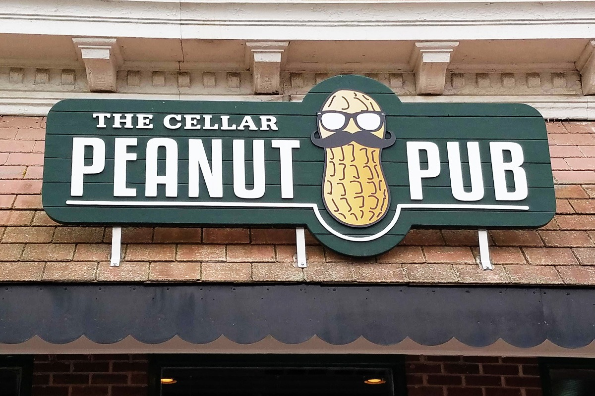 wall-mounted-storefront-signage-peanut-pub