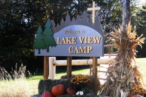 freestanding-storefront-sign-lakeview-camp-2019-web